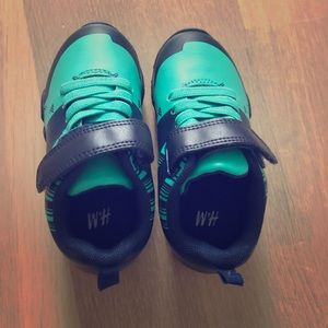 NEW Boy's Green Sneakers, size 7.5